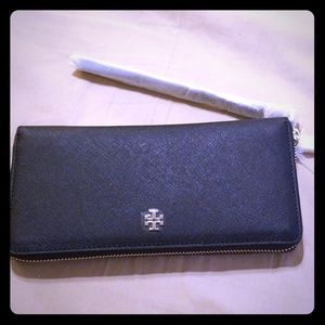 Tory Burch wallet and wristlet